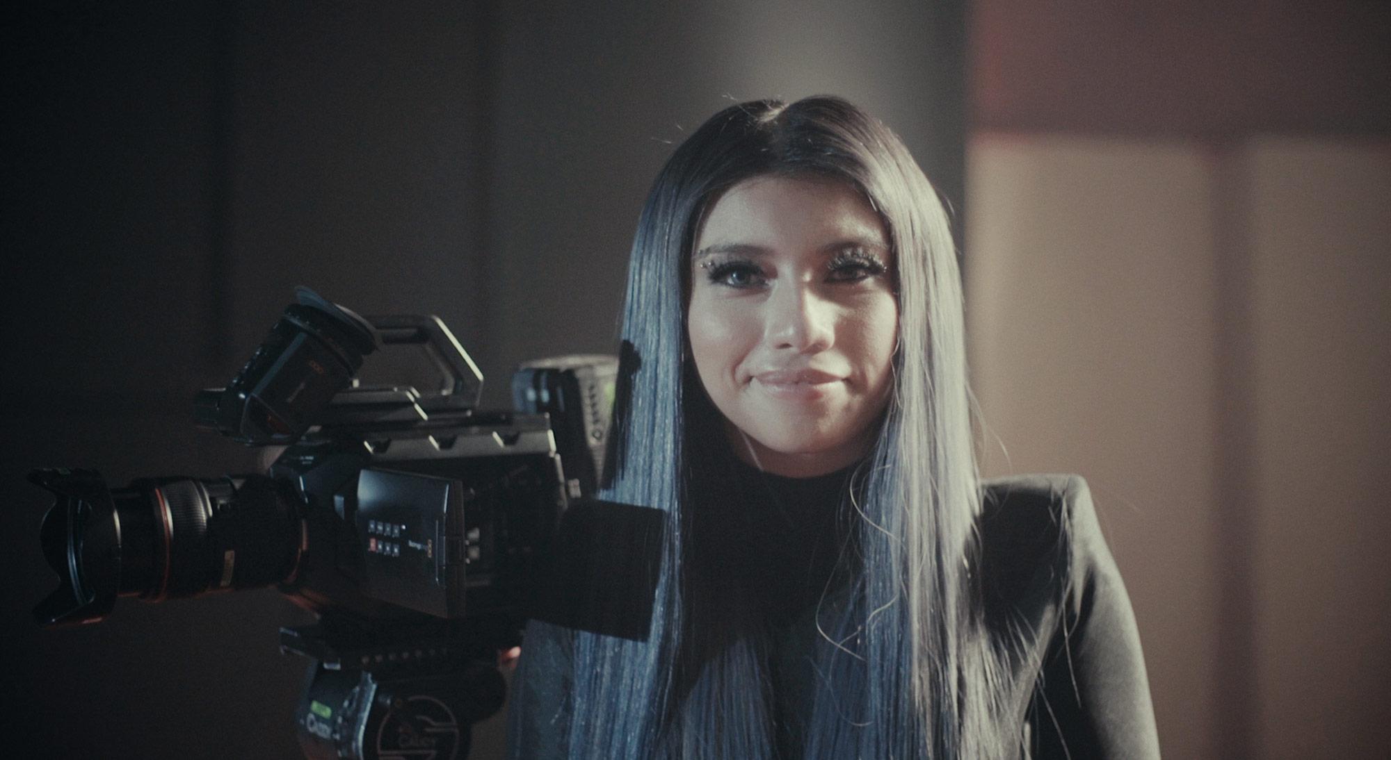 格莱美获奖歌手Kirstin Maldonado新单曲《Naked》MV采用15台Blackmagic摄影机拍摄